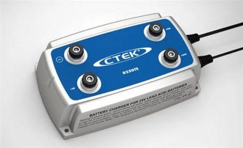 CTEK 56-740 akkumulátor töltő